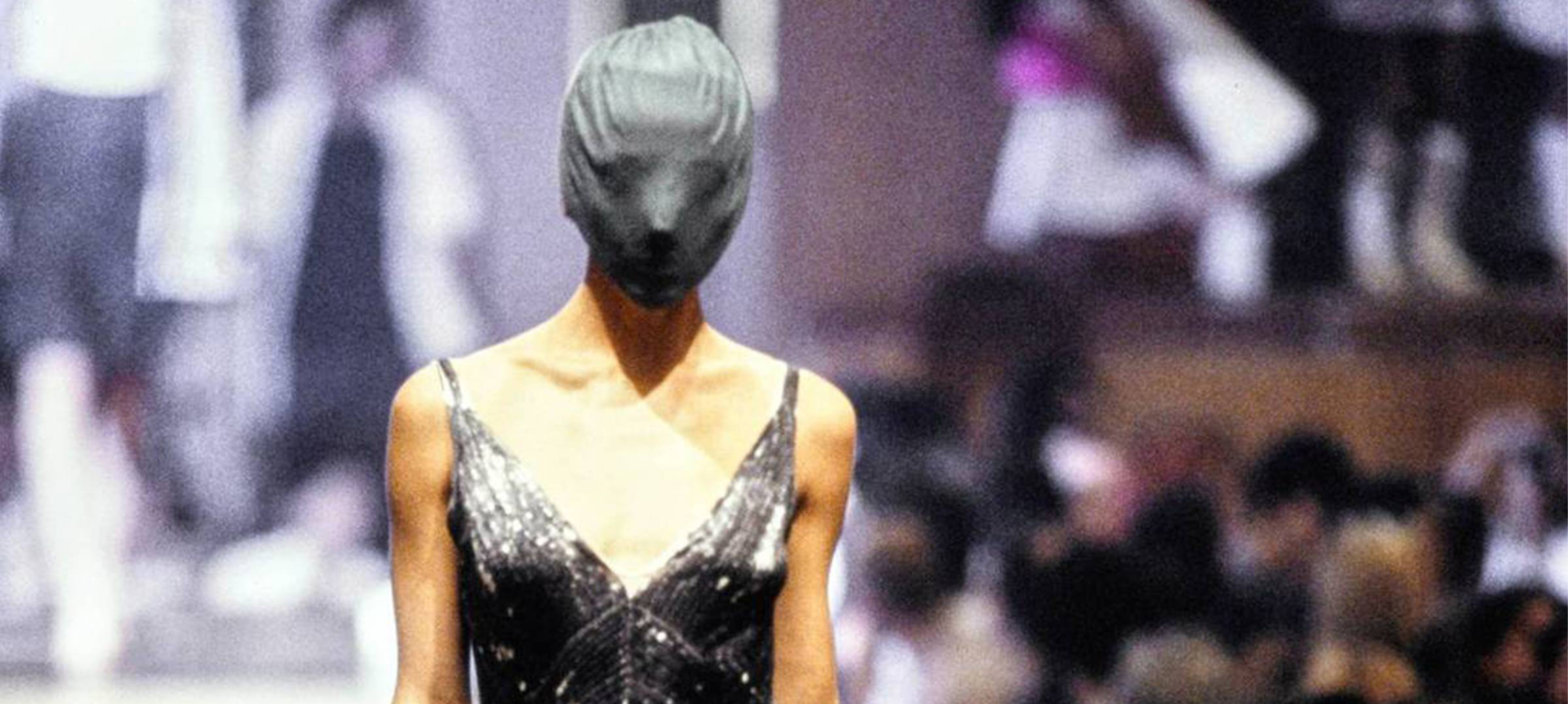Iconische Designer Martin Margiela Breekt na Jaren de Stilte